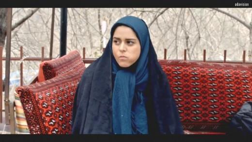 Une femme iranienne = Aynehaye Rooberoo / Negar Azarbayjani, réal.  